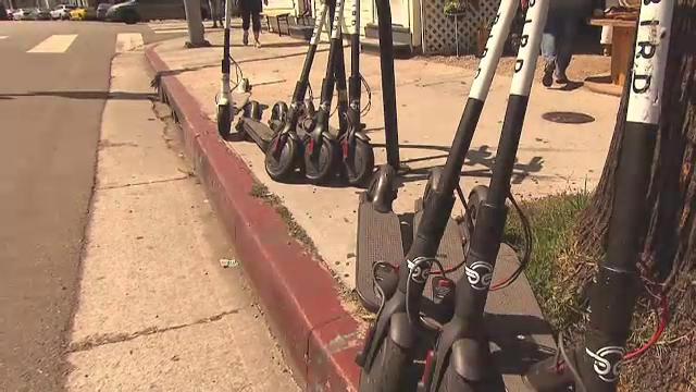 Un bucureştean a furat 20 de trotinete electrice de pe stradă. Jumătate le-a vândut, jumătate le-a vopsit şi le-a închiriat