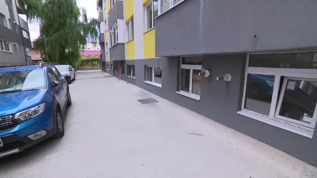 Viața într-un apartament de la demisol, construit de liderul unui clan interlop: fără lumină, igrasie și inundații