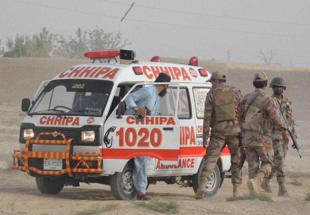 Atentat cu 128 de morţi, în Pakistan, la un miting electoral. Cine l-ar fi comis