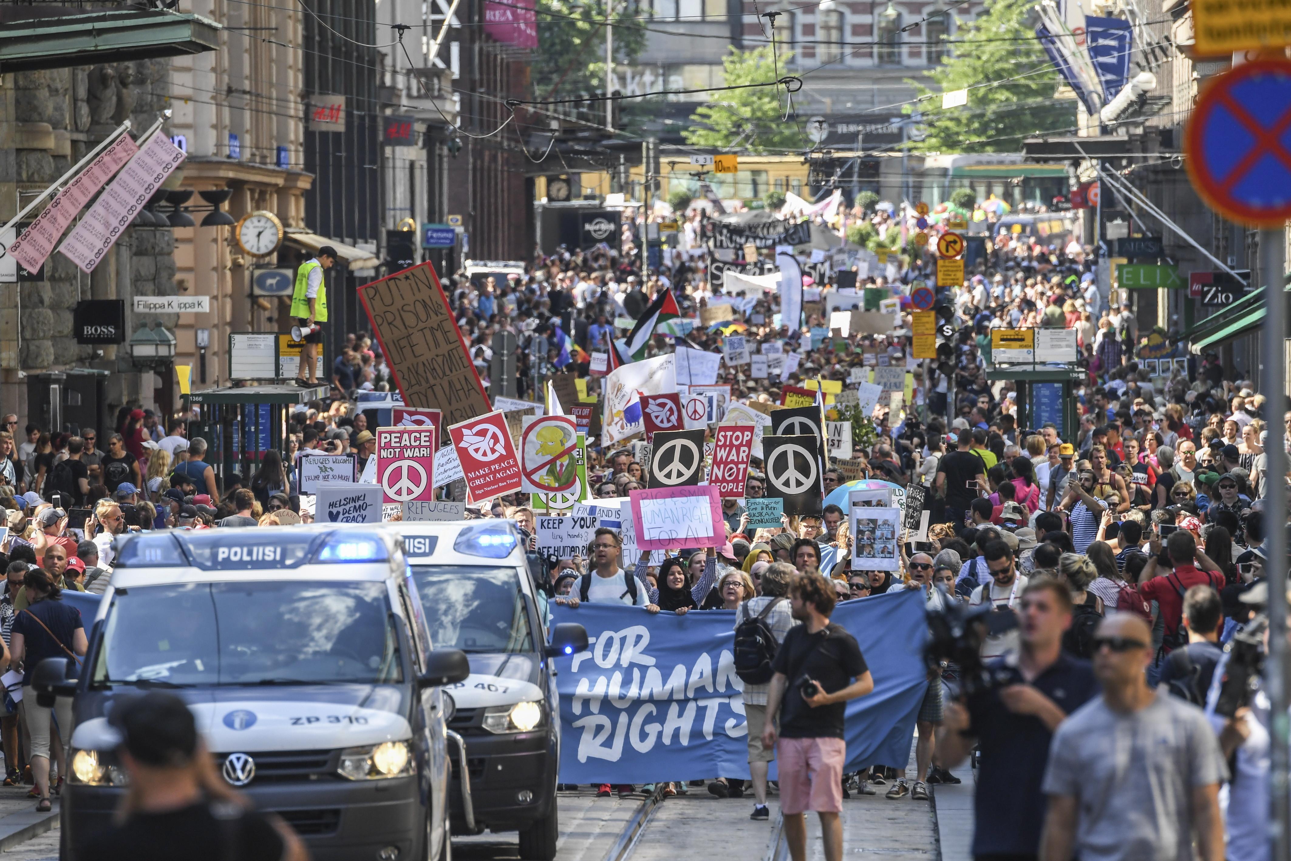 Protest cu mii de persoane, la Helsinki, înainte de summitul Putin - Trump. FOTO