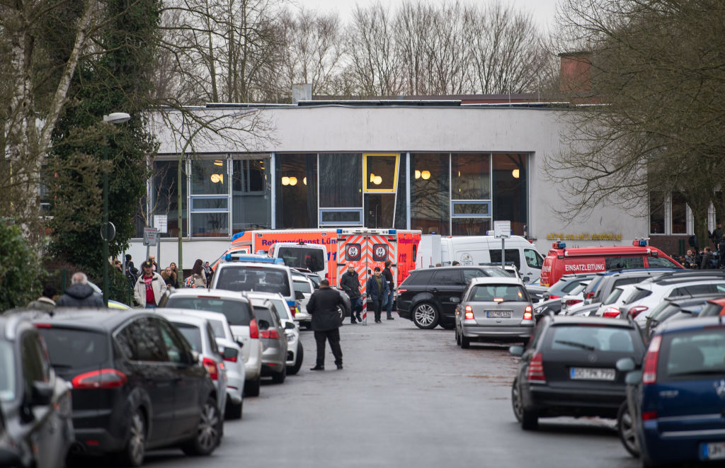 Ambulanță care transporta o gravidă în travaliu, implicată într-un accident