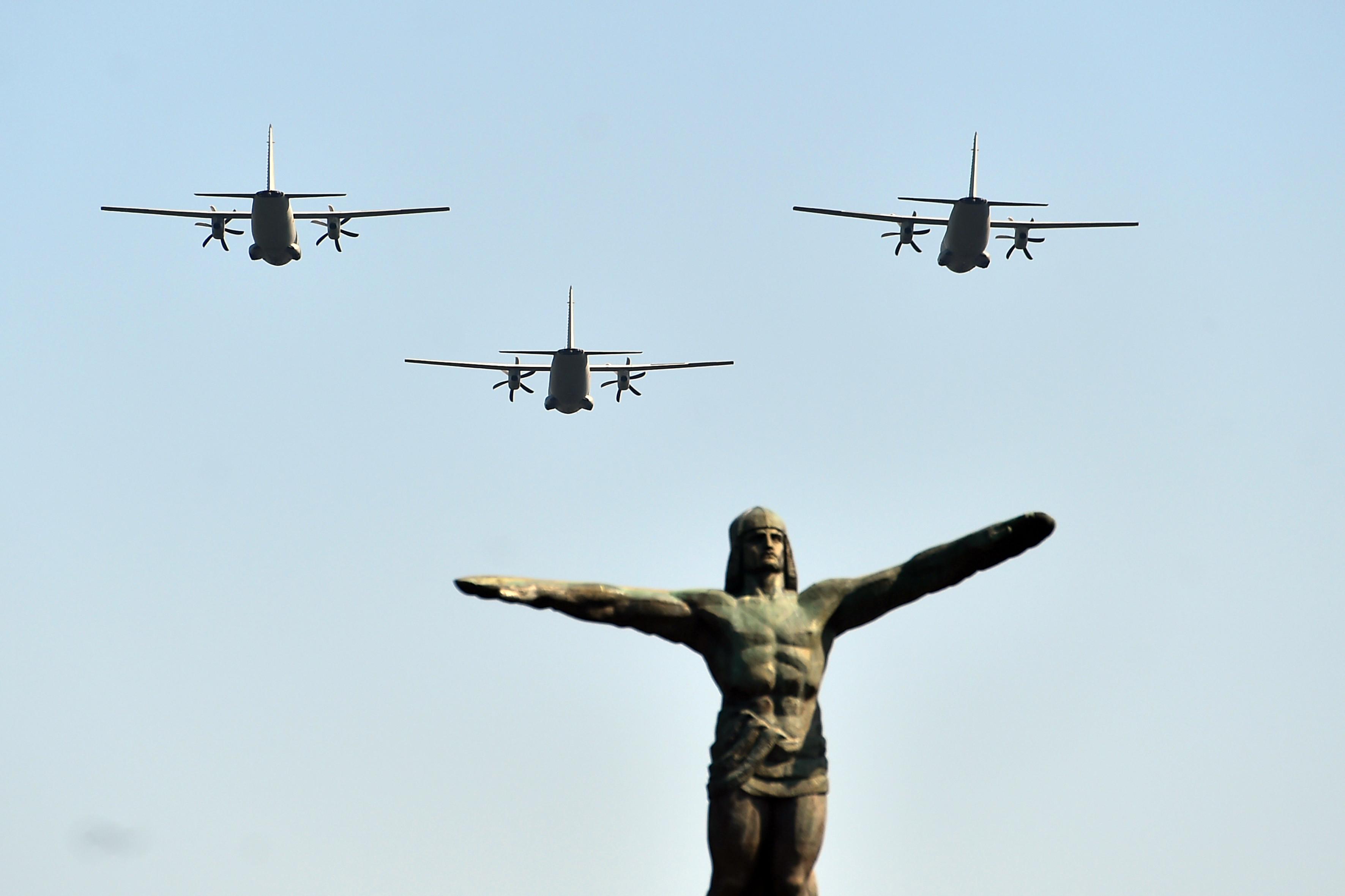 Ziua Aviației fără avioane. Primul an în care aparatele de zbor nu trec peste Statuia Aviatorilor