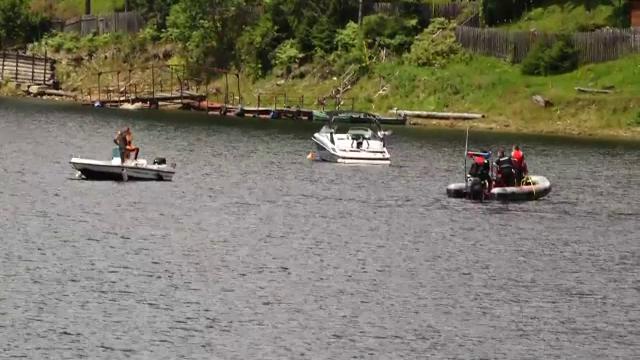 Căutările directorului APIA Cluj dispărut pe lacul Beliş, reluate marţi