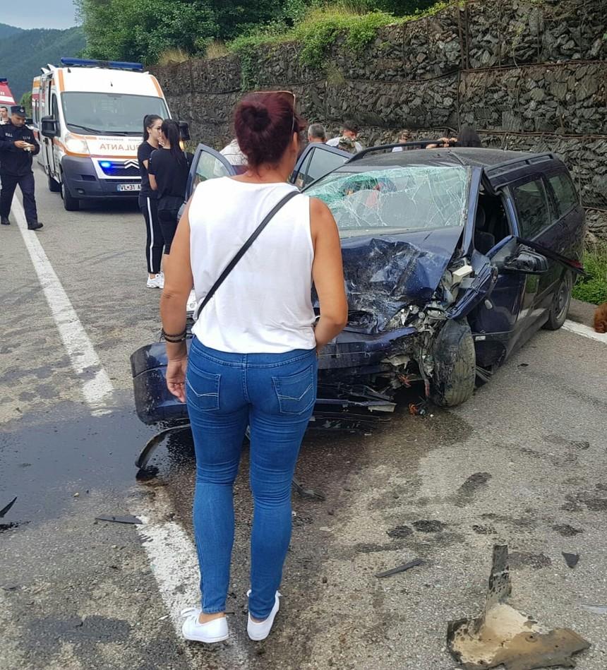 Accident grav, cu opt victime, pe Valea Oltului. Manevra inconștientă a unui șofer