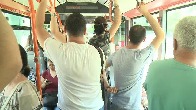 """25 de autobuze RATB au """"primit"""" aer condiționat. Au mai rămas 455 fără"""