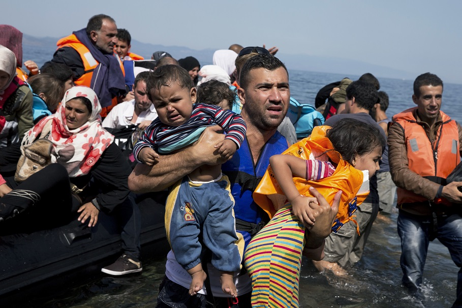 6 morţi, printre care 3 copii, după ce o barcă cu migranţi s-a scufundat lângă Lesbos