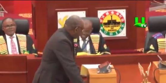 """Parlamentarii din Ghana leșină de râs când aud numele bizare ale unor sate: """"Vaginul deștept"""""""