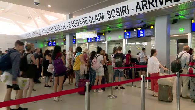 Blocaje la benzile de bagaje și pene de curent la Aeroportul Otopeni. S-au format cozi uriașe