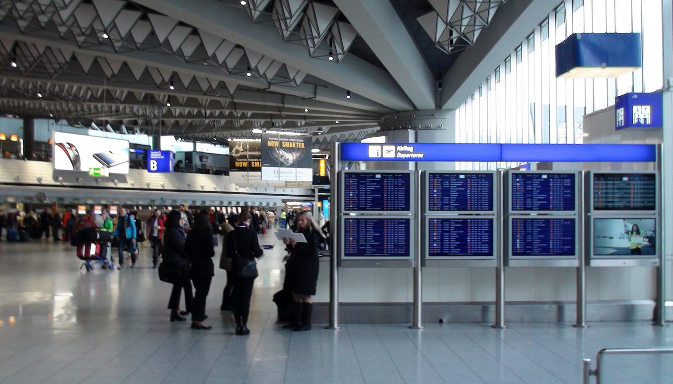 Alertă pe aeroportul din Belgrad. Amenințare cu bombă la bordul unui avion