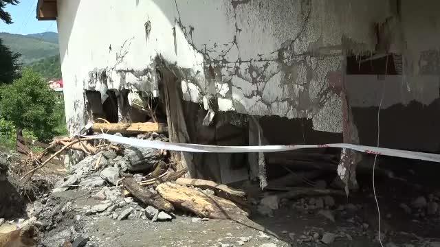 """Dezastru în Rucăr: oameni răniți și case distruse. """"Prăpădul lui Dumnezeu!"""""""