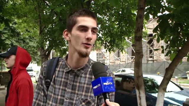 """Concluzia unui elev care a picat BAC-ul: """"Mă duc în Spania la cules căpșuni!"""" Reacția părinților"""