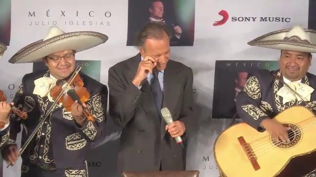 Julio Iglesias este tatăl biologic al unui bărbat de 43 de ani. Reacţia artistului