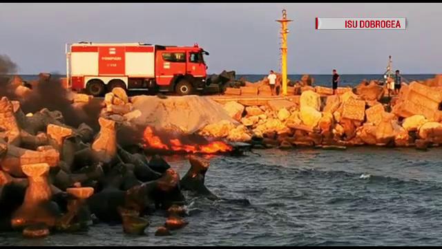 Momentul în care o șalupă a luat foc în Eforie Nord. Ce au văzut martorii