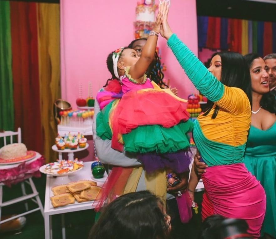 Cardi B i-a organizat fiicei de un an o petrecere de 400.000 de dolari. FOTO