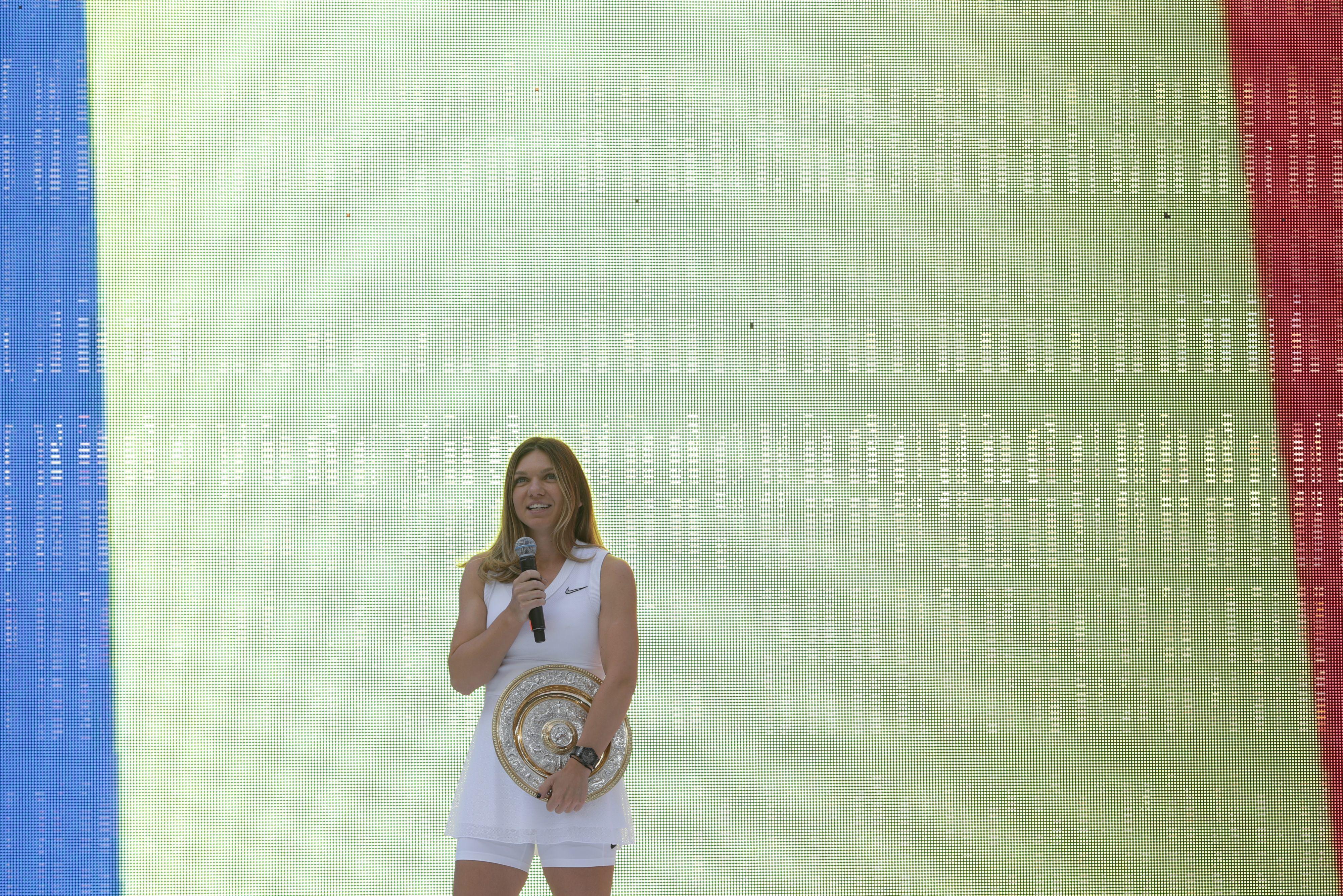 Simona Halep a prezentat românilor trofeul Wimbledon. Filmul finalei istorice și ceremonia de pe Arena Națională