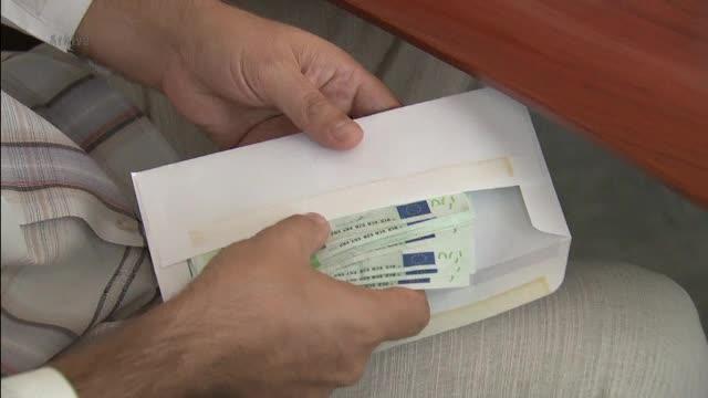 Foşti inspectori antifraudă, trimişi în judecată după ce au cerut bani unui om de afaceri pentru a nu-l penaliza