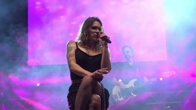 Cântăreața Beth Hart a magnetizat publicul la festivalul de blues de la Brezoi