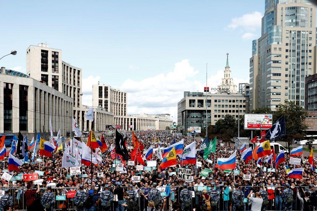 Peste 20.000 de ruși au ieșit în stradă pentru a cere alegeri libere și corecte