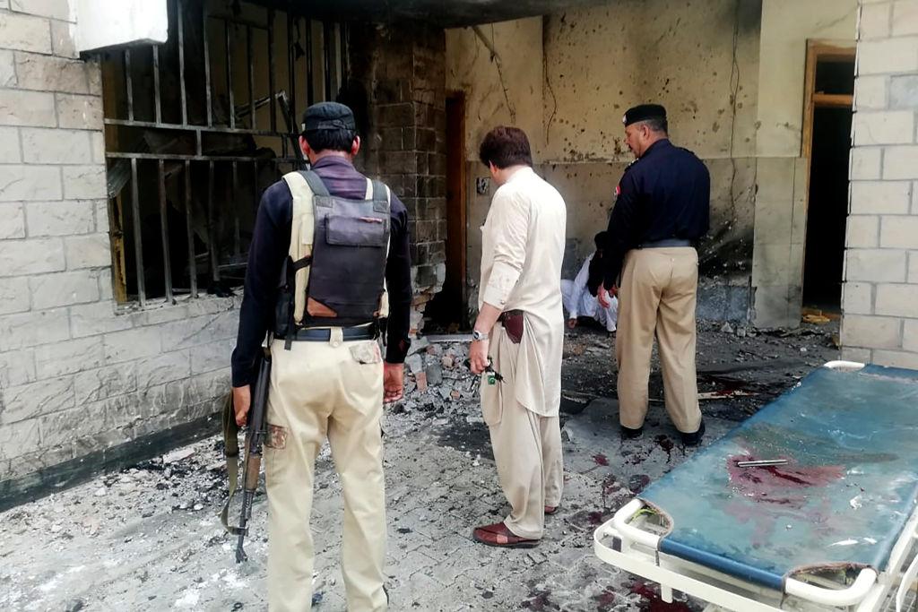 Masacru în Pakistan. 9 morți și zeci de răniți după ce o kamikaze s-a aruncat în aer