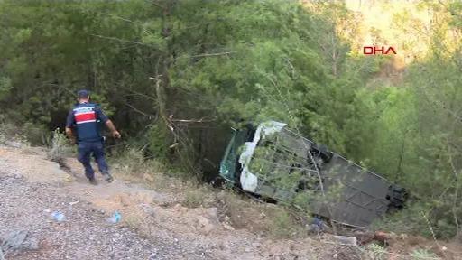 Autocar plin cu turiști răsturnat într-o râpă de 25 m în Antalya. Bilanțul victimelor