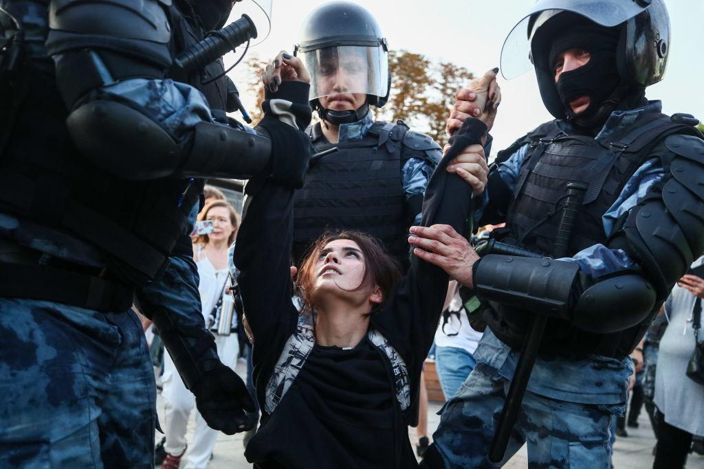 Peste 1.000 de persoane, arestate la Moscova. Oamenii au cerut alegeri libere. FOTO