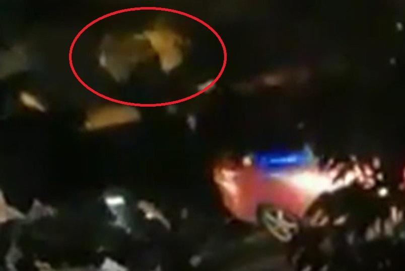 Polițist din Capitală, pus la pământ cu un pumn. Întreaga scenă a fost filmată