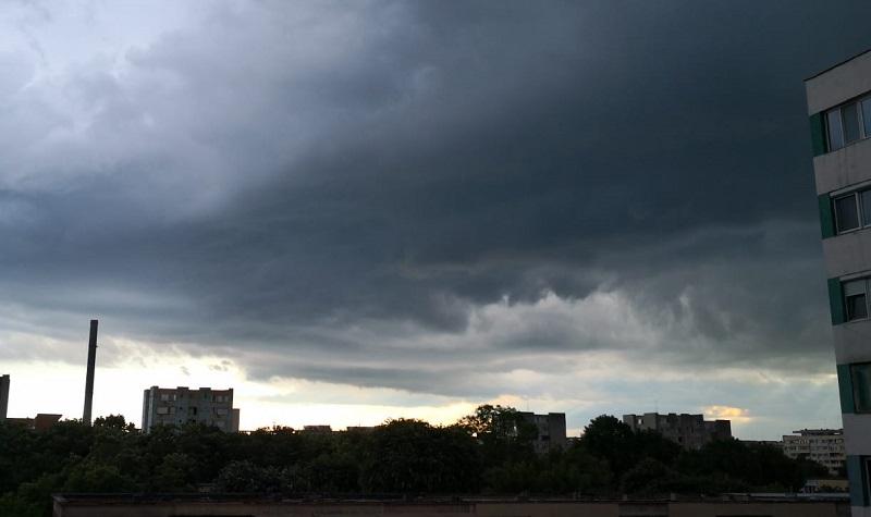 Prognoză meteo specială pentru București. ANM anunță ploi și vânt puternic