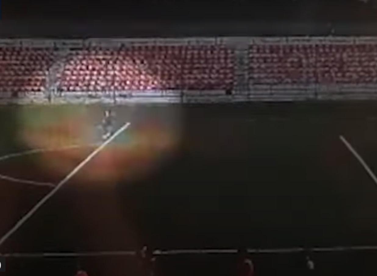 VIDEO. Momentul în care un fotbalist de 16 ani este lovit de fulger pe stadion