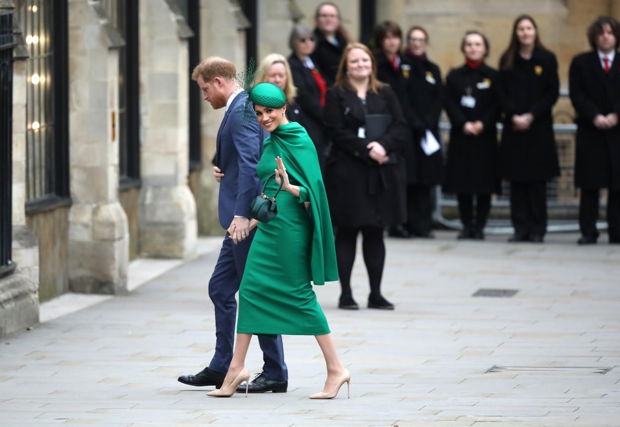 Meghan Markle și Prințul Harry, imposibil de recunoscut. Cum au fost surprinși pe stradă