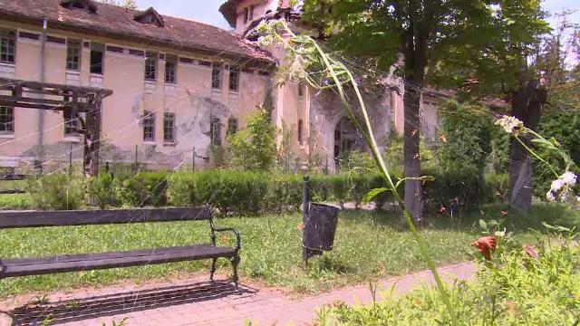 Superba staţiune Băile Govora, în paragină. Primarul susţine că a avut luna trecută doar 48 de lei