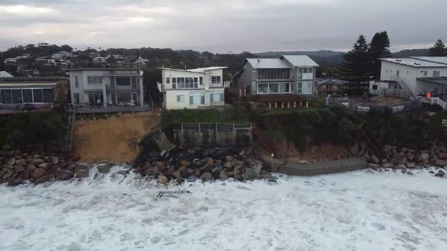 Case de milioane de dolari, pe punctul de a fi înghițite de Marea Tasmaniei. Ce s-a întâmplat