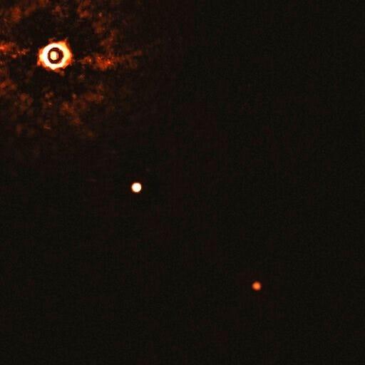 FOTO. Prima imagine a două planete care orbitează o stea asemănătoare Soarelui