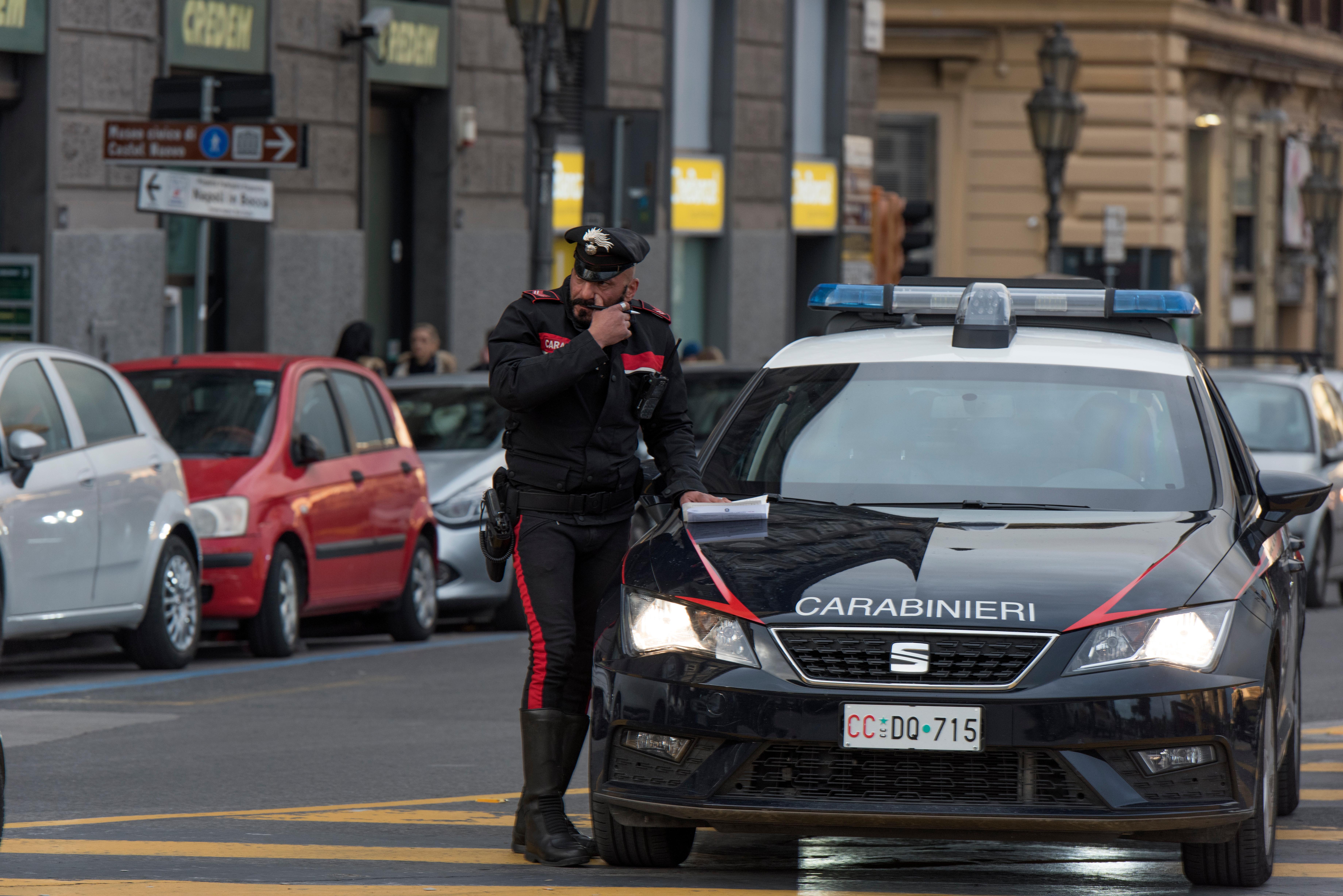 Româncă arestată, după ce italianul de care trebuia să aibă grijă a fost găsit mort, legat de mâini şi de picioare