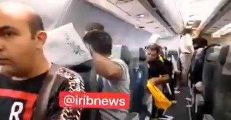 VIDEO. Clipe de groază pentru pasagerii unui avion iranian, după un incident aviatic