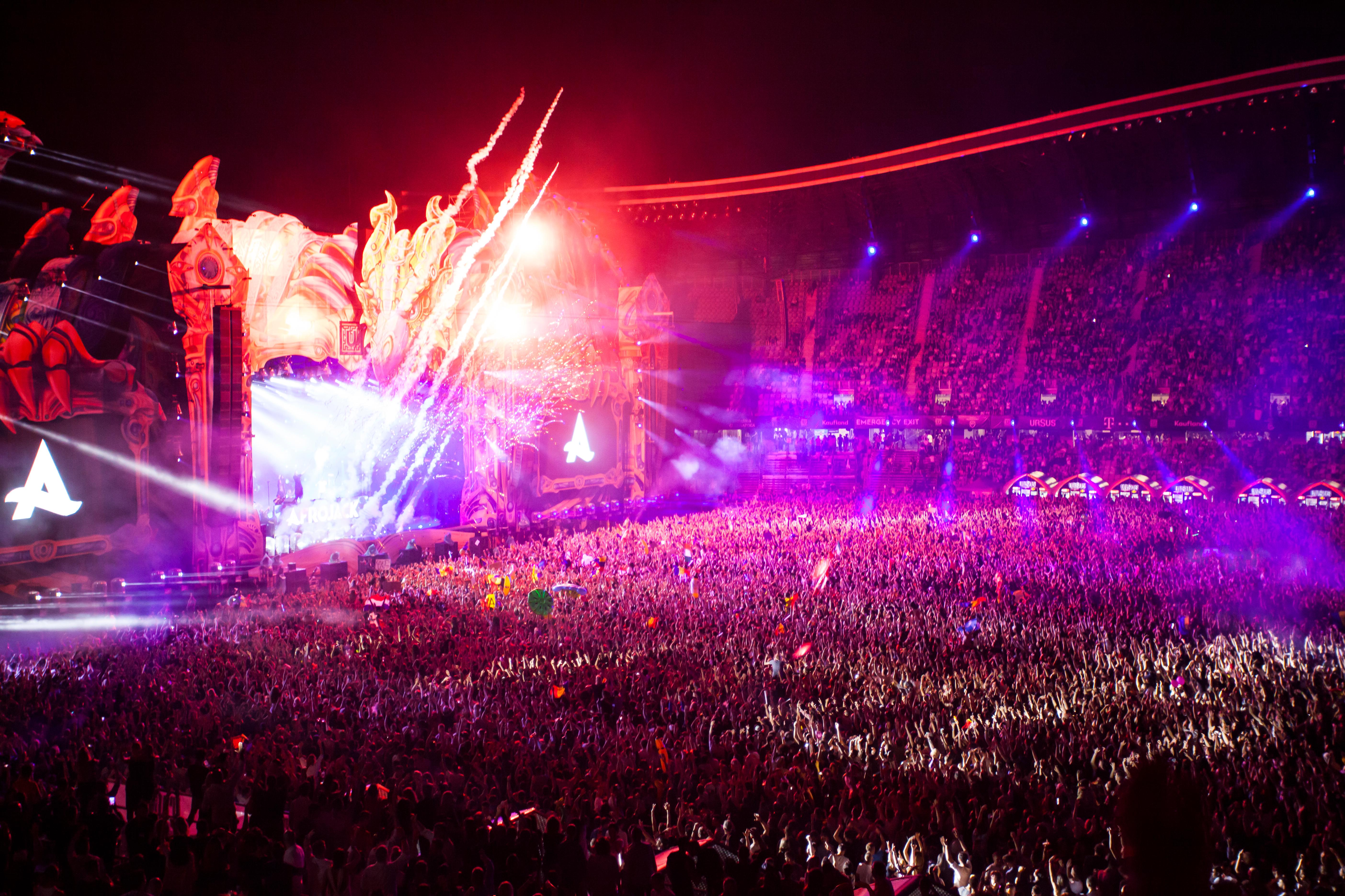"""Emil Boc: """"Festivalurile trebuie să aibă loc! Viața nu mai poate rămâne încremenită"""""""