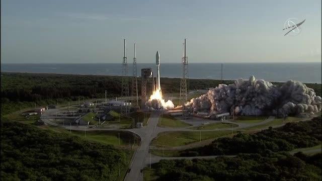 """O rachetă rusească a trimis pe orbită 30 de sateliți britanici. Ce scop va avea """"constelația"""""""
