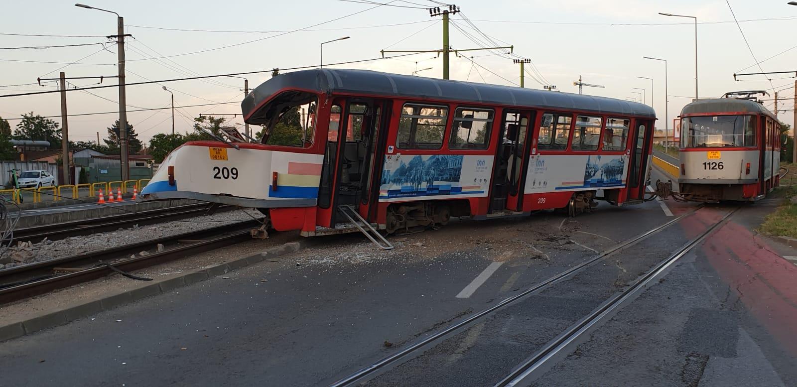 Video. Tramvai deraiat la Arad. O pasageră a fost rănită și dusă la spital