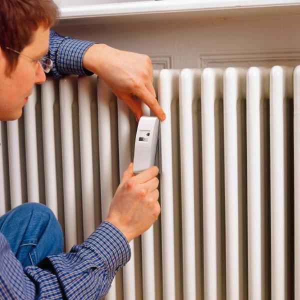 Apartamentele racordate la termoficare trebuie să aibă contoare sau repartitoare. Ce amenzi riscă cei care nu respectă legea