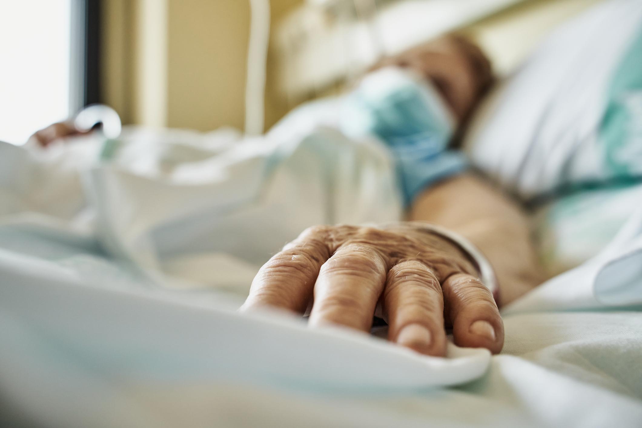 Un arădean stabilit în SUA şi revenit acasă în vacanţă a murit în spital, infectat cu tulpina Delta