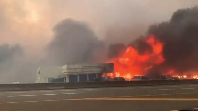 Dezastru în SUA. Sute de oameni au fost evacuați din cauza incendiilor provocate de căldura extremă