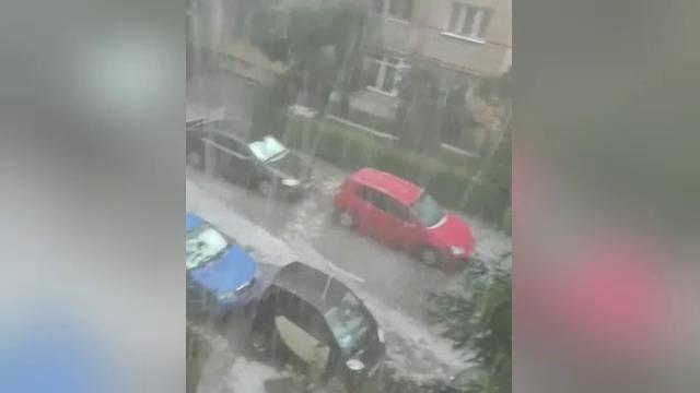 România, lovită de grindină și vijelii. Dezastru în zonele unde a fost cod roșu