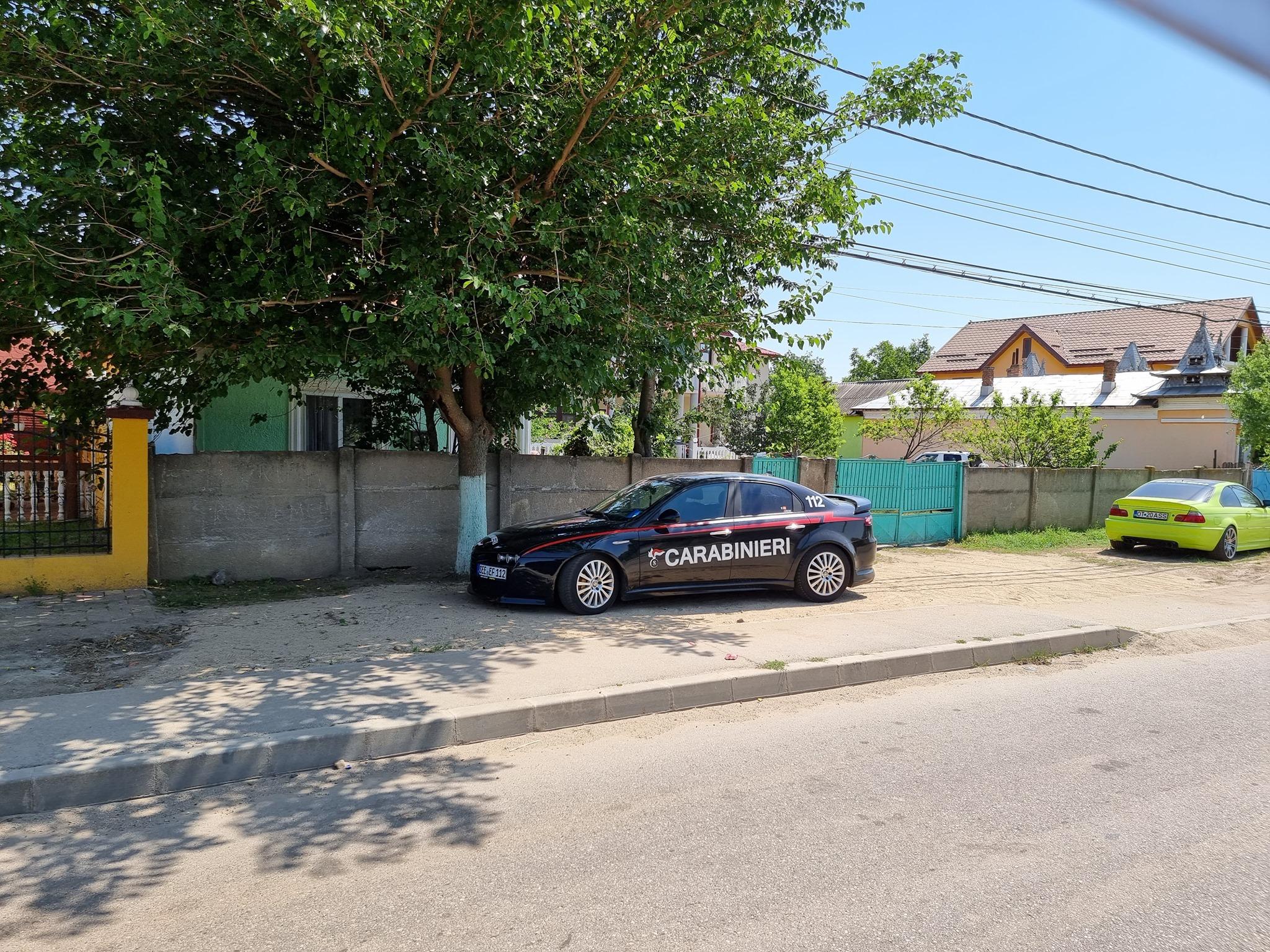 """Ce a pățit șoferul din Drăgănești-Olt care și-a inscripționat mașina cu """"Carabinieri"""" și """"112"""""""