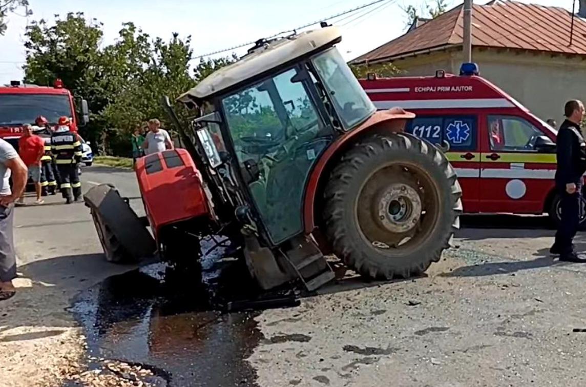 Tractor rupt în două de un BMW, în Teleorman, doi adulți și un copil au ajuns la spital
