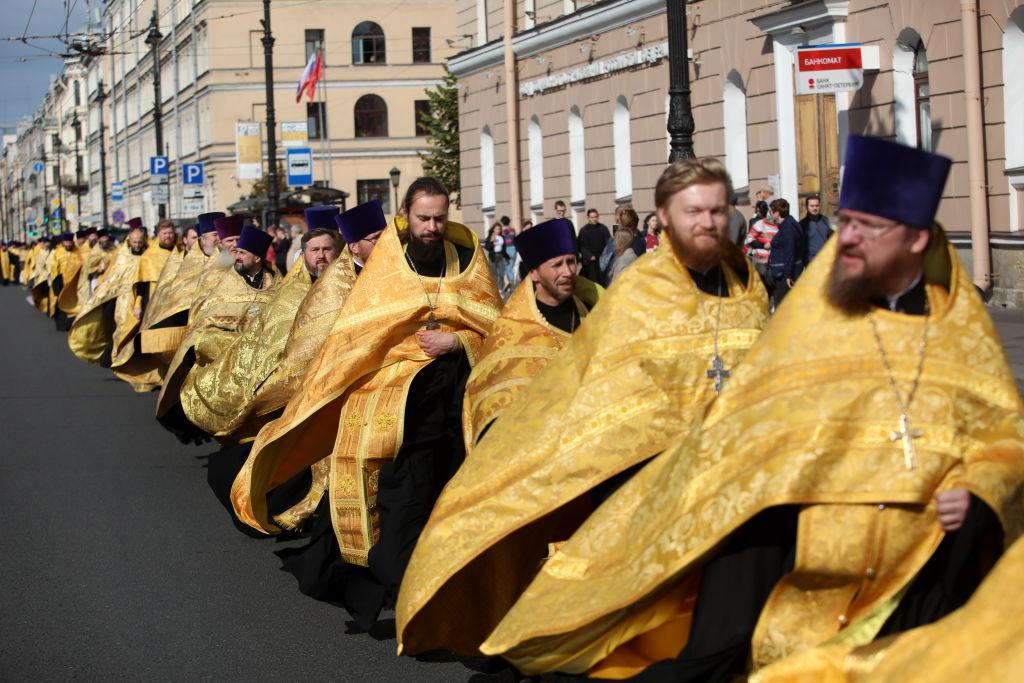 Biserica ortodoxă rusă vrea ca preoții să-i însoțească pe jucătorii naționalei de fotbal înaintea meciurilor