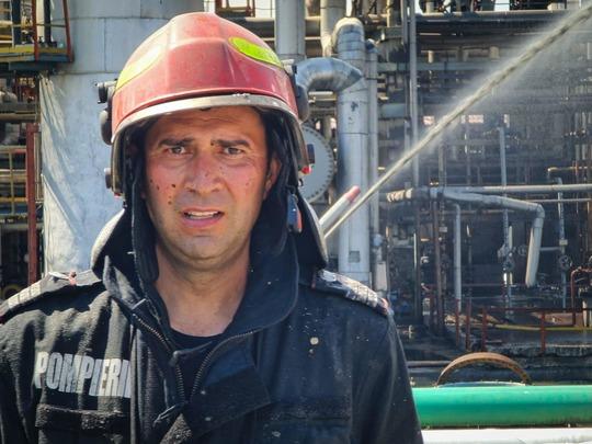 Pompierii au acţionat, după stingerea incendiului de la Petromidia, încă 20 de ore pentru răcirea instalaţiilor rafinăriei