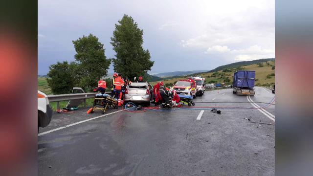 Accident grav în Cluj. Un bărbat de 69 de ani s-a izbit frontal de un TIR