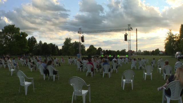 Concert cu opere clasice la Târgu Jiu. Sunetele viorii lui George Enescu au încântat spectatorii