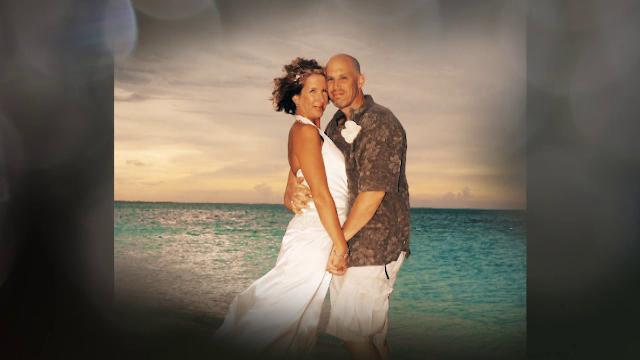 Poveste emoționantă. Un bărbat diagnosticat cu Alzheimer a cerut-o în căsătorie a doua oară pe soția lui