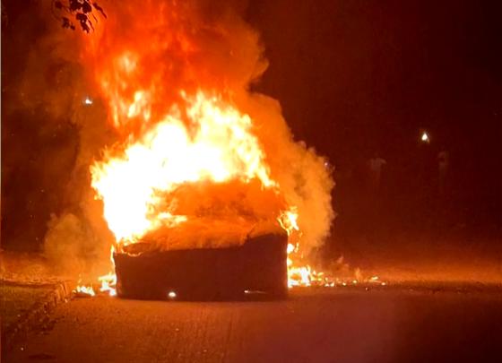 O Tesla cumpărată de trei zile cu 129.000 de dolari a luat foc în mers, cu șoferul la volan
