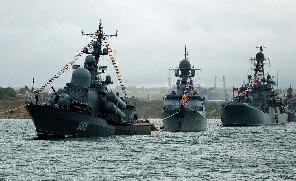Avioane militare ruse au simulat bombardarea unor nave inamice în Marea Neagră